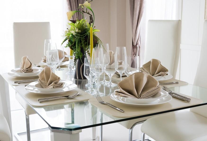 Tavolo in cristallo per la sala da pranzo: idee raffinate ed ...