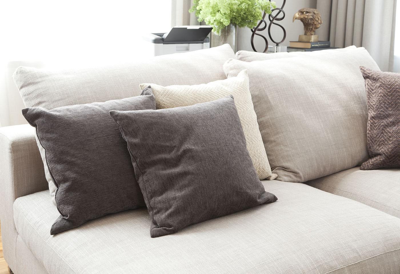 Rinnovare Divano In Tessuto consigli per la cura dei materiali: pulizia dei divani in stoffa