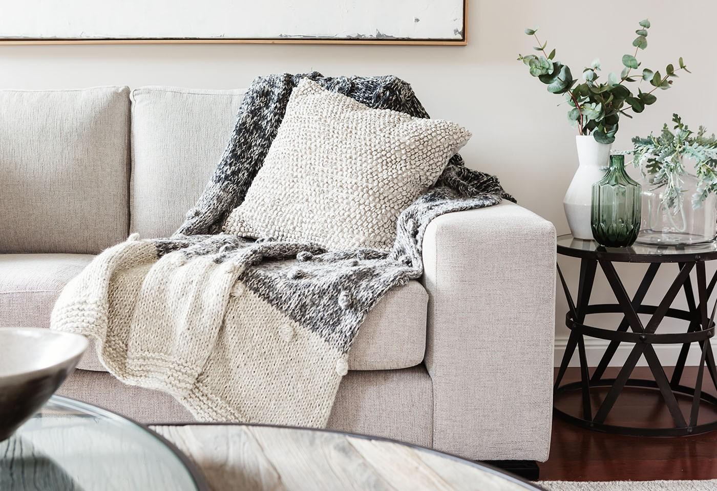 Consigli per la cura dei materiali pulizia dei divani in for Divani in stoffa